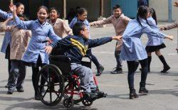 Estudiantes de educación básica haciendo una ronda