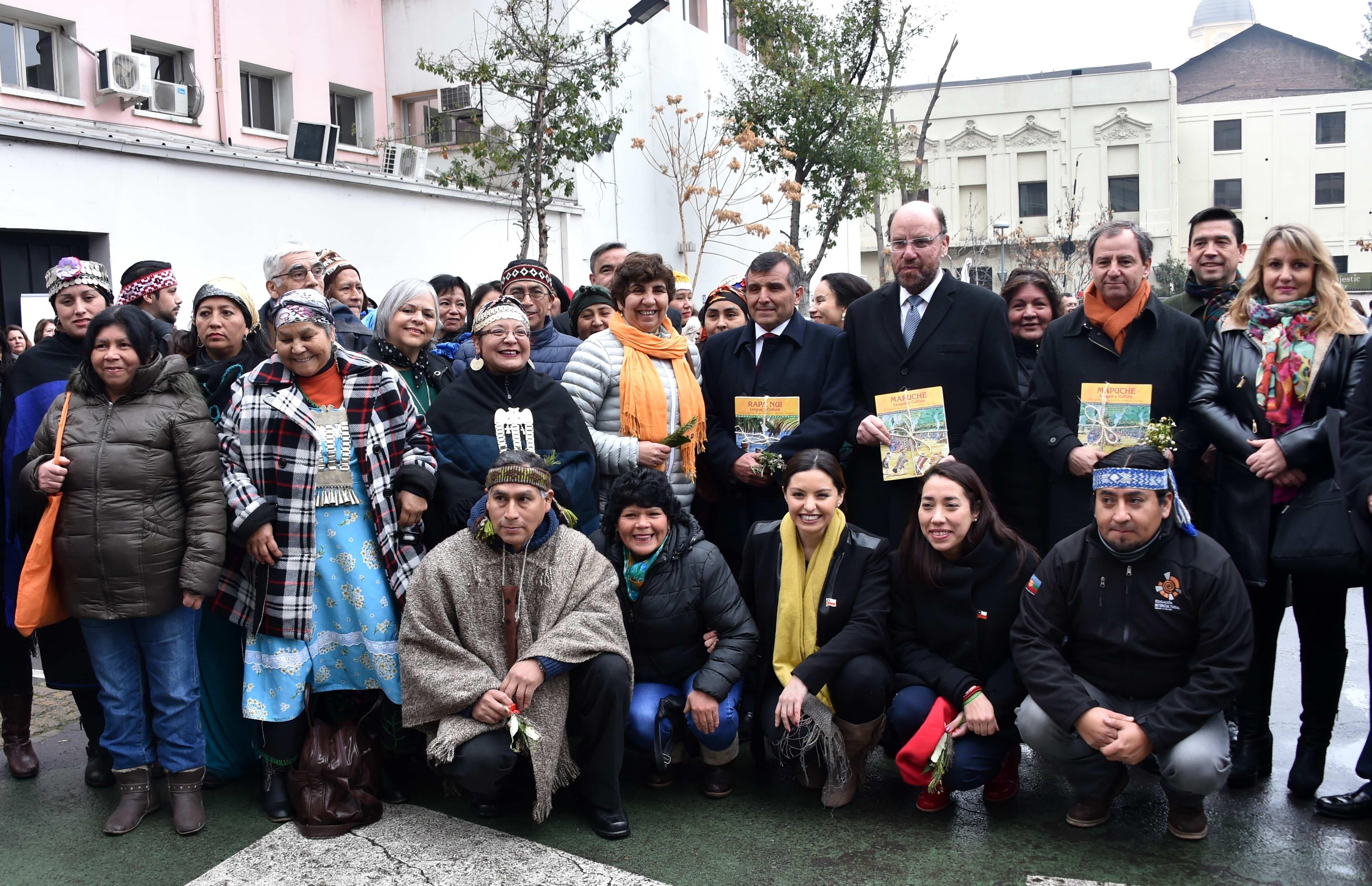 Ministro Varela con educadores tradicionales